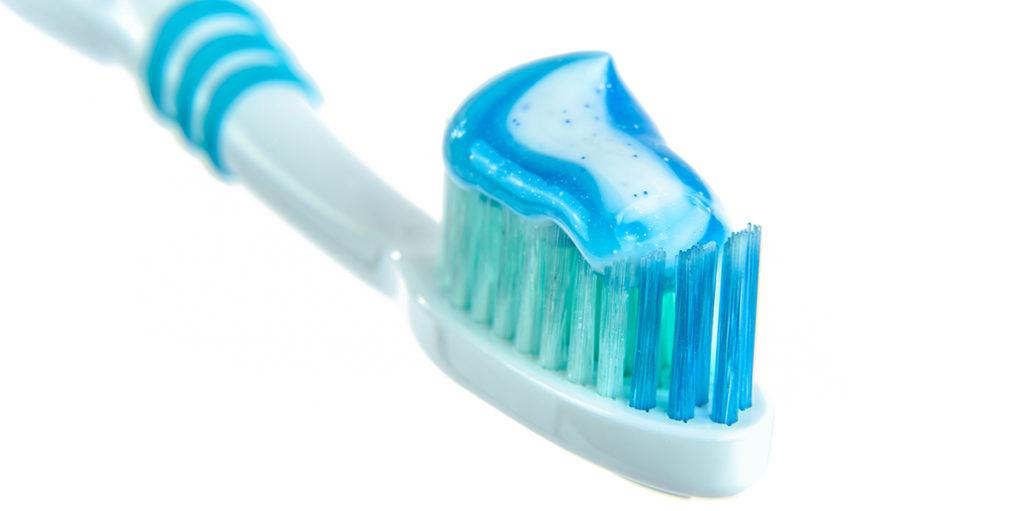 Cuidar higiene dental para alargar blanqueamiento dental